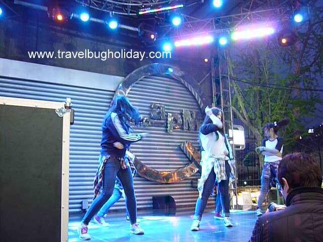 K-pop singers and dancers, Dongdaemun, Seoul, Korea